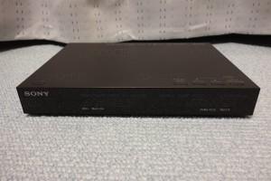 MDR-HW700DS送信機正面